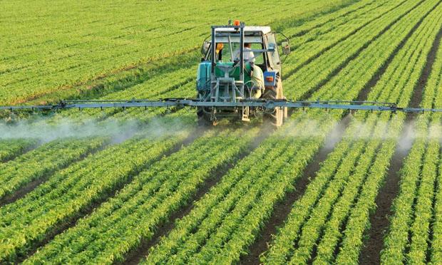 Spraying crops (iStock)