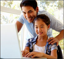 Father and daughter online (istockphoto)