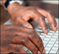 HandsComputer-(iStock)