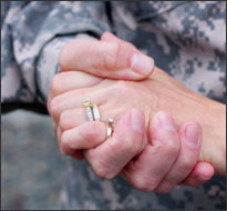 soldier-and-wife_iStockphoto