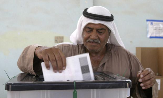Iraqi votes on new constitution (U.S. Navy)