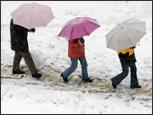 Walking in winter (iStock)