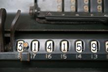 Vintage calculator (Pixabay)