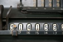 Vintage calculator (Pixabay)