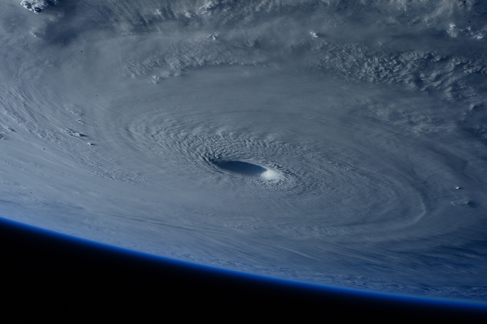 Estimating future hurricane damage in the era of global warming