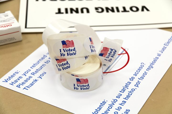 Spanish-language voter election stickers