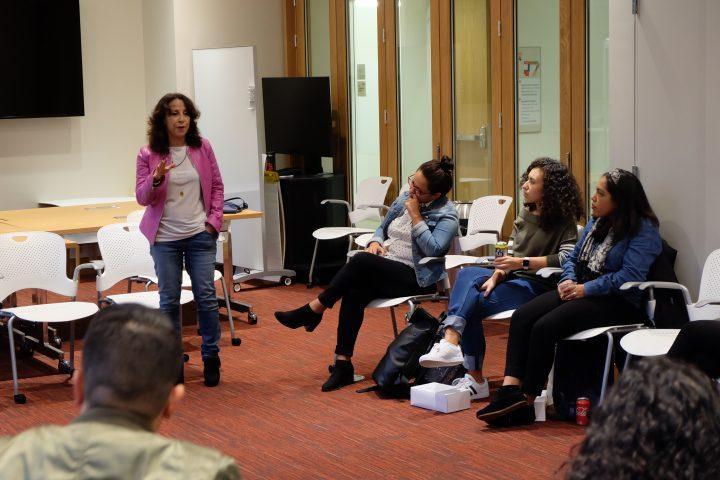 Maria Hinojosa leads a seminar at the Shorenstein Center. (Susan Mahoney)
